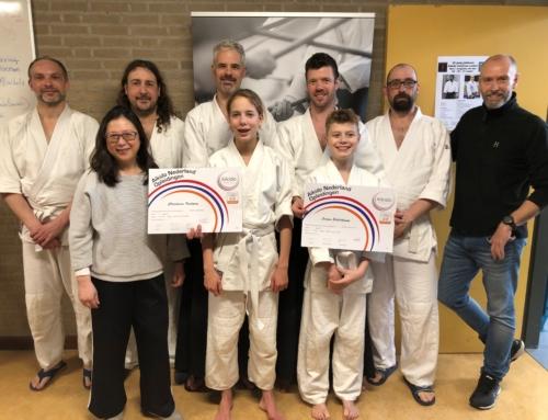 Twee trotse kersverse aikido leraren